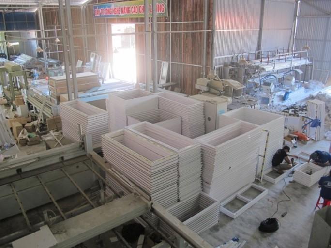 Hình ảnh sản xuất cửa nhựa lõi thép tại xưởng, chuẩn bị lắp đặt